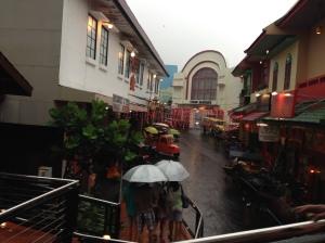 disambut dengan hujan